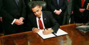 President-Obama-Signs-Executive-Order